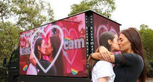 Mardi Gras kiss cam